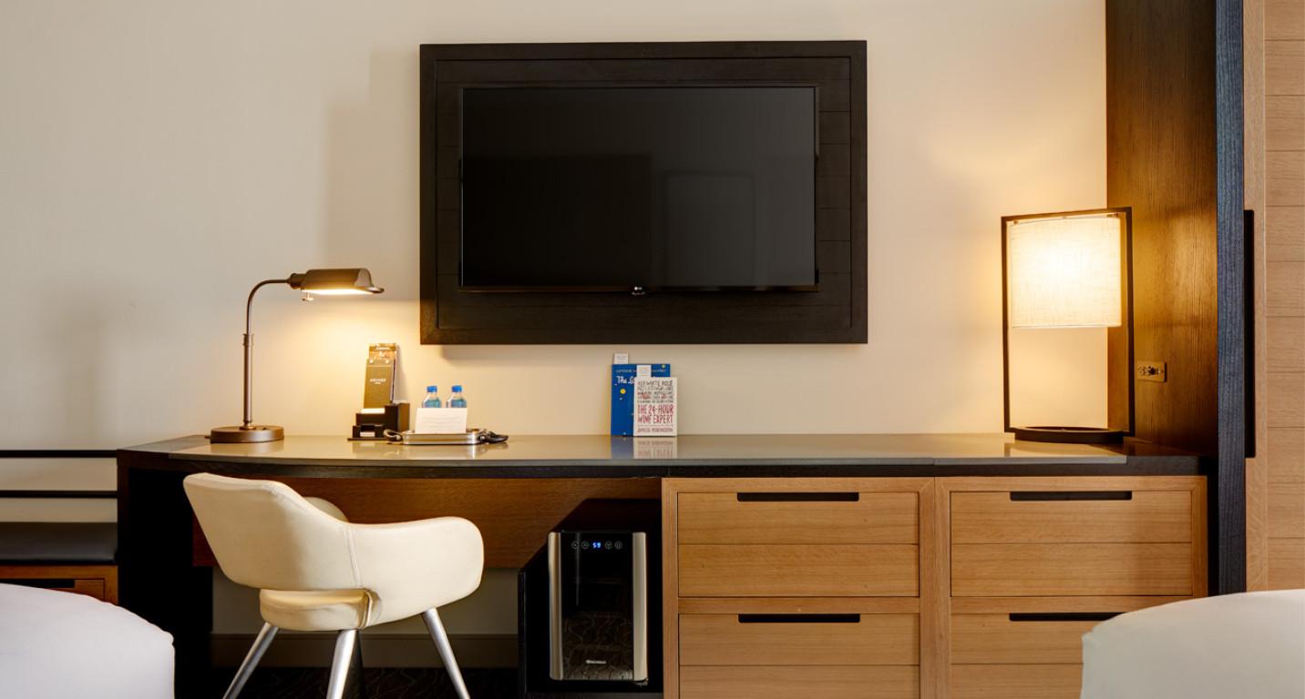 Archer Hotel Napa_Double King Guest Room_Desk